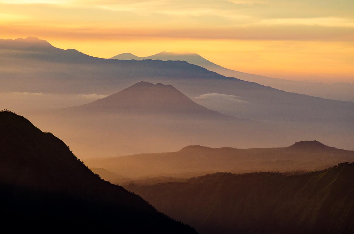 (2 nd) Novice~Nancy Axelrod~Sunrise Over Mt Bromo