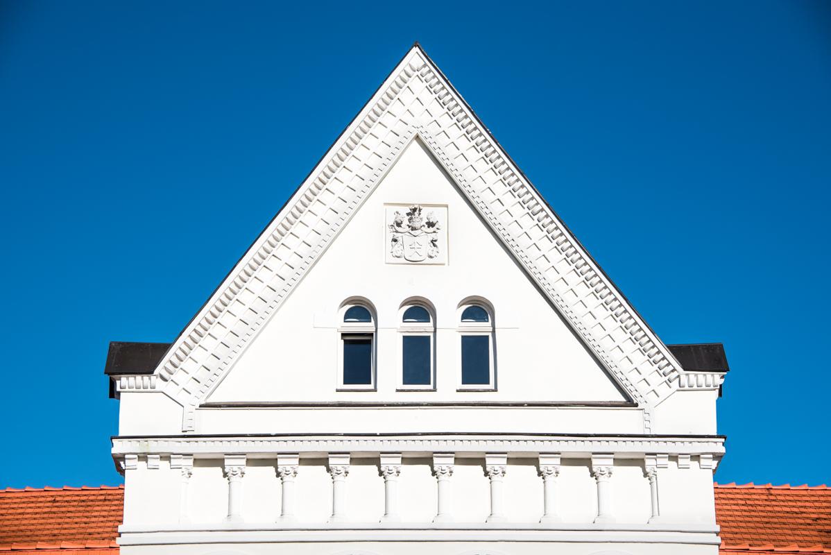 Advanced~Gosia_Klosek~Pediment_In_White